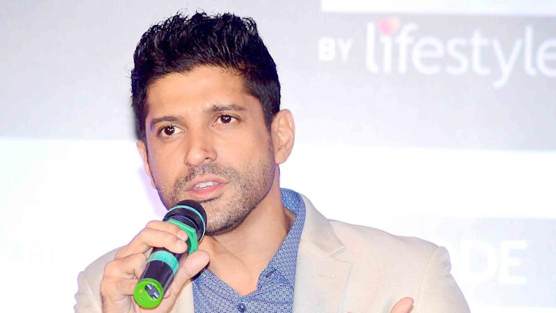 Farhan Akhtar Breaks Silence –Supports Hrithik Through an FB Post