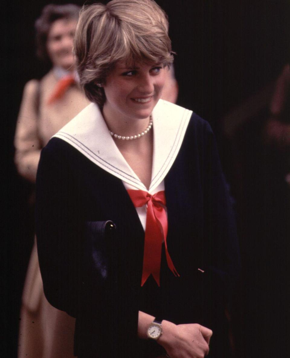 <p>Before her marriage to Prince Charles, Diana visited Cheltenham Police HQ in Gloucestershire, England, in a classic oversized sailor collar with a red bow. </p>