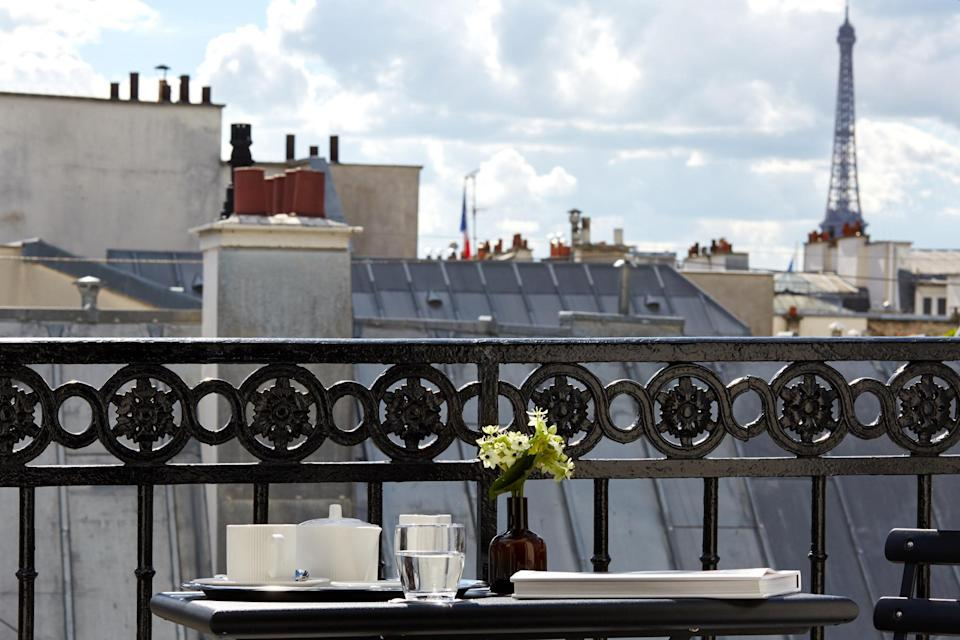 Book an affordable view of the Eiffel Tower from a hotel such as Pavillon des Lettres: Pavillon des Lettres