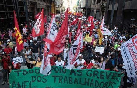 Members of the Roofless Movement (MTST) join metro workers in a protest on the fifth day of a strike in Sao Paulo June 9, 2014 file photo. REUTERS/Stringer/Brazil