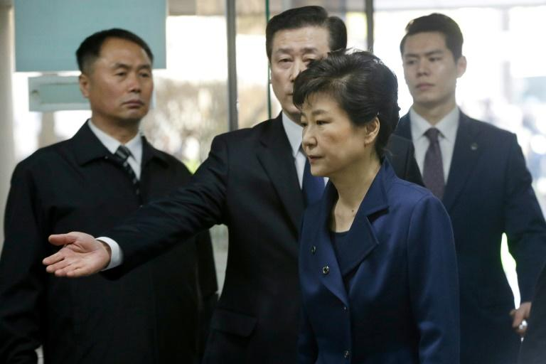 South Korea's ousted president Park Geun-Hye (front R) arrives for questioning on her arrest warrant at the Seoul Central District Court in Seoul on March 30, 2017
