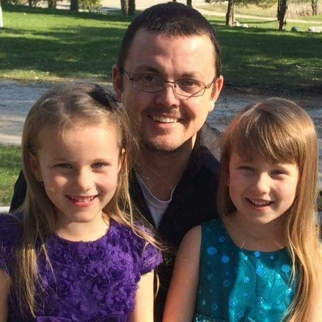 Avery and Alivia Reece with their dad, Luke. (Photo: Courtesy of Steve Culbert)