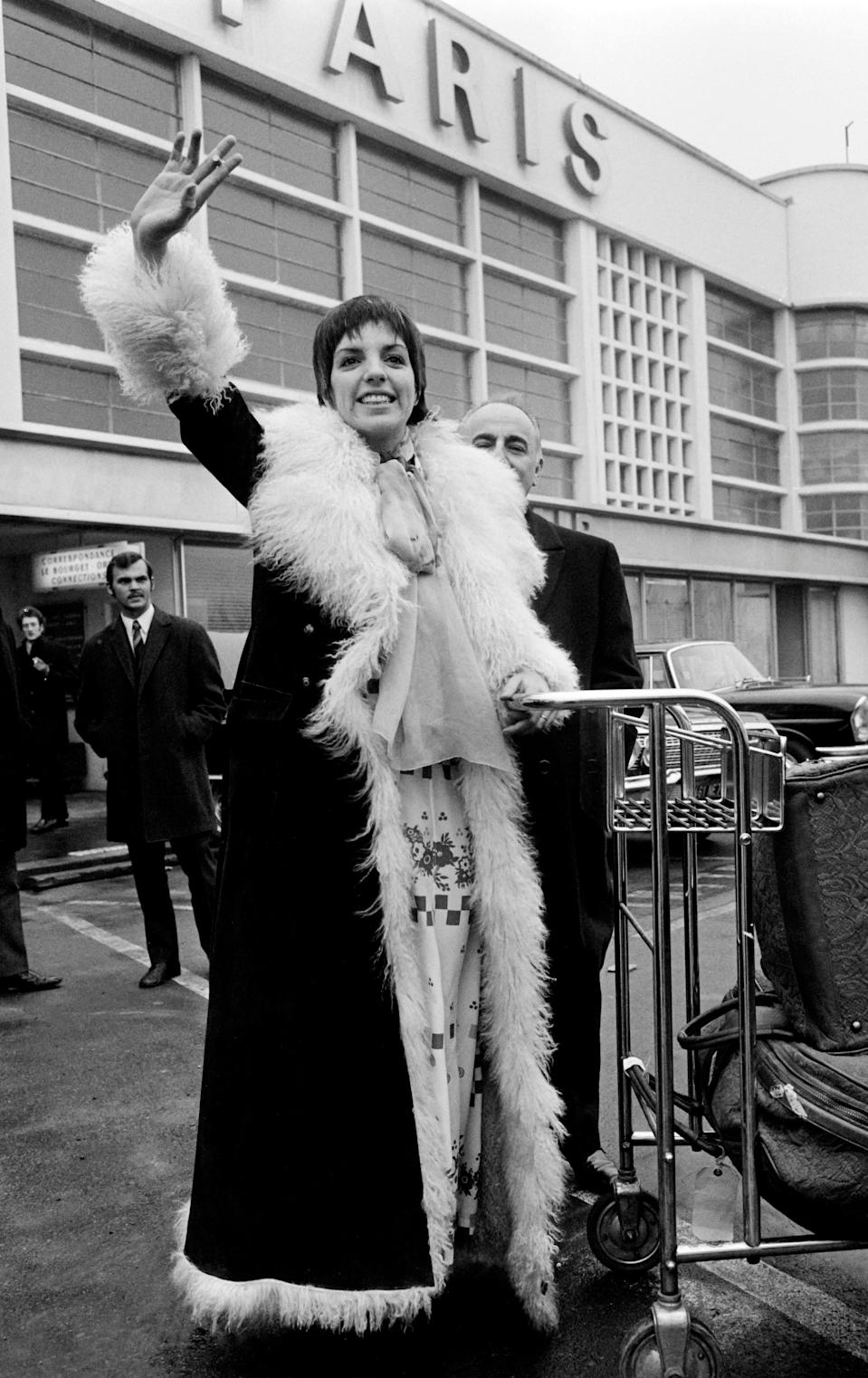 Minnelli arriving at Le Bourget airport, France, 2 December 1969