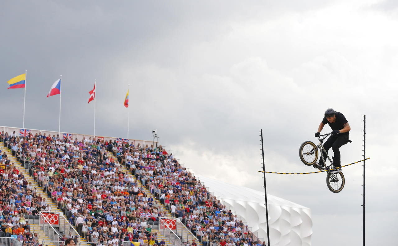 A freestyler entertains the crowd between races during the BMX seeding run at the London 2012 Olympic Games at the BMX Track in the Olympic Park August 8, 2012.   REUTERS/Cathal McNaughton (BRITAIN  - Tags: SPORT CYCLING OLYMPICS)