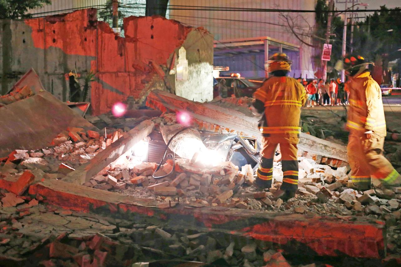 <p>Emergency services start to search within the rubble for local residents. The earchquake was felt as far as Mexico City and Guatemala City, and was registered off Mexico's southern coast just as heavy rains from Hurricane Katia lashed the east. (Rex) </p>