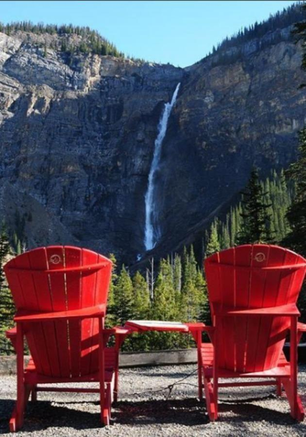 Takakkaw Falls is another natural treasure that is in easy driving distance from Yoho National Park. Source: Instagram/ @ashleychompz
