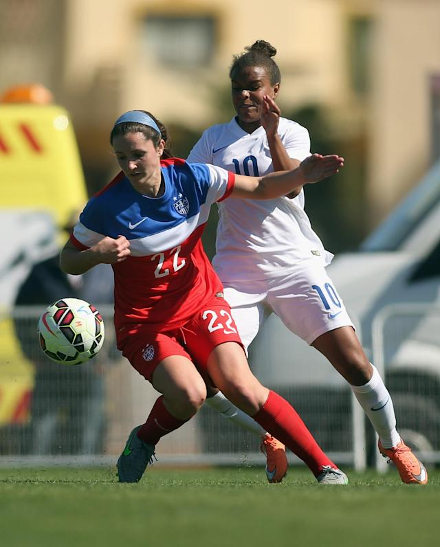 LA MANGA, SPAIN - MARCH 04: Michelle Xiao (L) of USA and Nikita Parris of England fight for the ball during the women's U23 international friendly match between USA U20 and England U23 on March 4, 2016 in La Manga, Spain. (Photo by Johannes Simon/Bongarts/Getty Images)