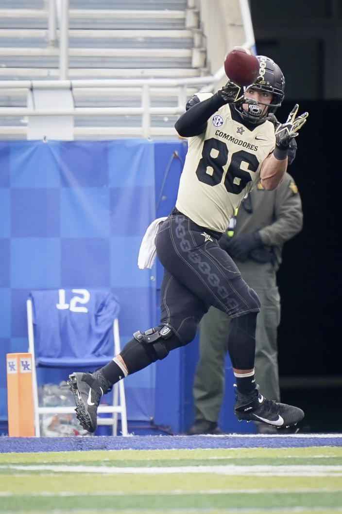 Vanderbilt tight end Ben Bresnahan (86) scores a touchdown during the first half of an NCAA college football game against Kentucky, Saturday, Nov. 14, 2020, in Lexington, Ky. (AP Photo/Bryan Woolston)