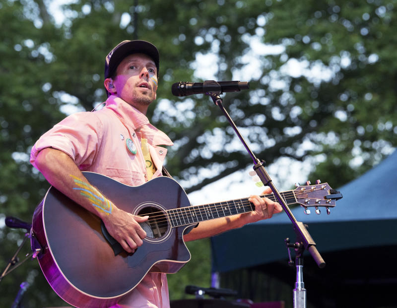 NEW YORK, NY - AUGUST 09: Jason Mraz live in concert at SummerStage at Rumsey Playfield, Central Park on August 9, 2018 in New York City. (Photo by Debra L Rothenberg/Getty Images)