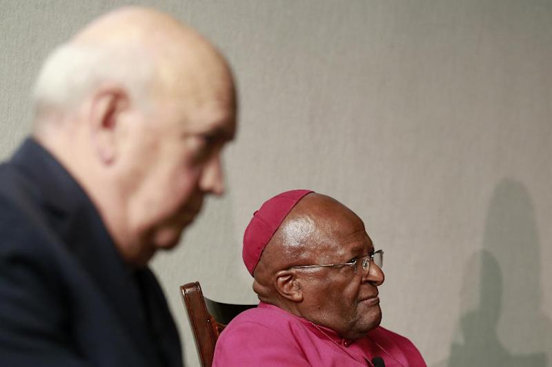 Former South African President and Nobel Peace Laureate F. W. De Klerk (L) and Nobel Peace laureate Archbishop Desmond Tutu(R) attend the launch of the official theme for the 14th World Summit of Nobel Peace Laureates, on July 18, 2014 in Cape Town (AFP Photo/Jennifer Bruce)