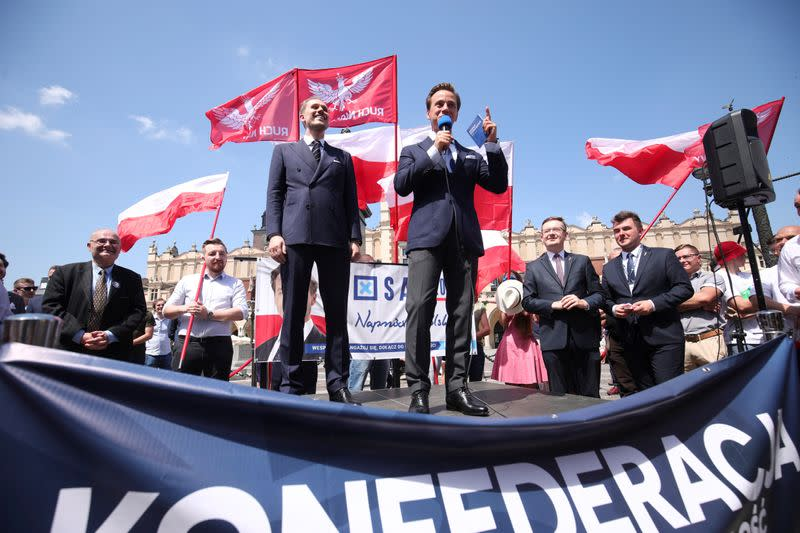 Values or economy? Right-wing Poles weigh options in election runoff
