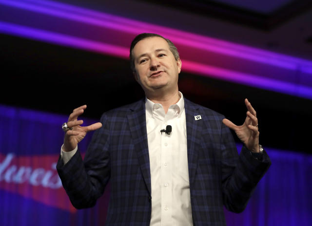 """FILE - In this Friday, Jan. 12, 2018 file photo, Chicago Cubs Chairman Tom Ricketts talks to the crowd during the Cubs' annual convention, in Chicago. The Ricketts family that owns the Chicago Cubs says it is negotiating to purchase the debt-ridden AC Milan soccer team. The Milan office of the Edelman public relations firm, which has been hired to represent the Ricketts, says the entire family is interested in Milan for """"a medium- to long-period investment"""" and wants to create """"a strong bond with the city."""" (AP Photo/Charles Rex Arbogast)"""