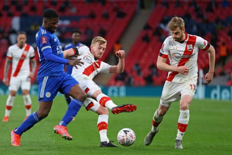 Nigerian Kelechi Iheanacho (L) of Leicester City takes on two Southampton players.