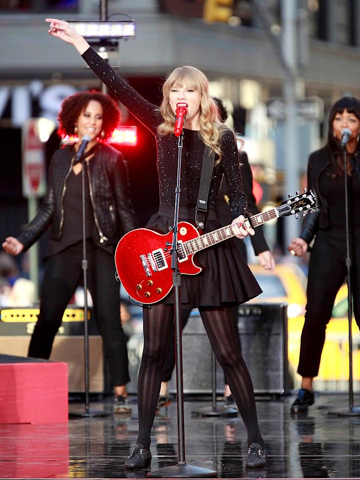 """NEW YORK, NY - OCTOBER 23:  Taylor Swift performs on ABC's """"Good Morning America"""" at ABC Studios on October 23, 2012 in New York City.  (Photo by Charles Eshelman/FilmMagic)"""