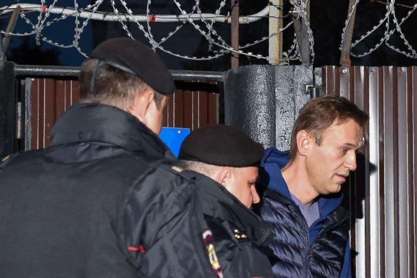 PHOTO: Russian police officers detain Alexei Navalny outside the detention center in Moscow on Sept. 24, 2018. (Vasily Maximov/AFP/Getty Images)