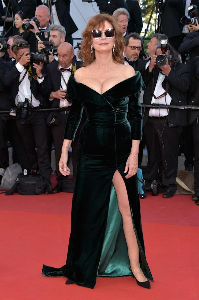 <p>Susan Sarandon got some major cool points with her Cannes Film Festival look by pairing her green velvet gown with square-frame shades. (Photo: Getty Images) </p>
