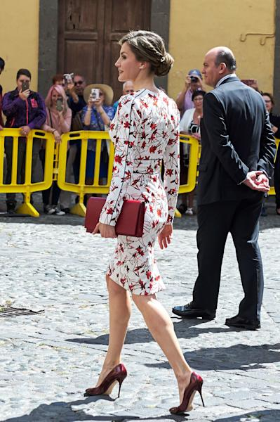 The Spanish monarch takes her ladylike style to spring territory.