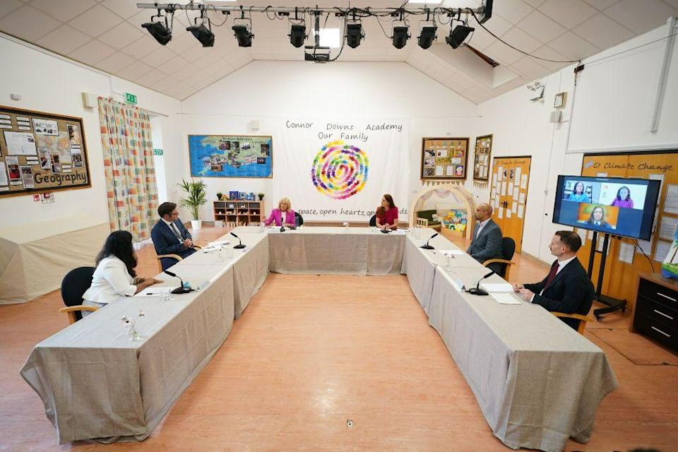 <p>The full early childhood panel, featuring UK experts in person and United States speakers via video link. </p>