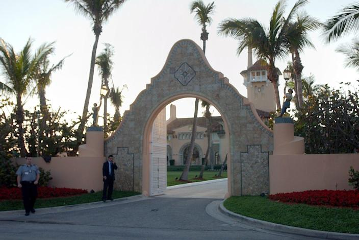 mar a lago entrance
