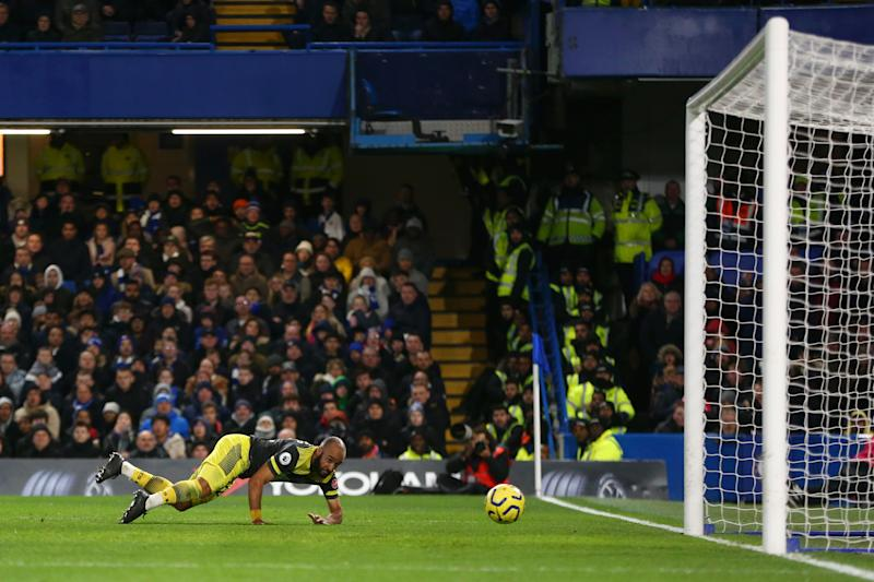 LONDON, ENGLAND - DECEMBER 26: Nathan Redmond of Southampton scores his team's second goal during the Premier League match between Chelsea FC and Southampton FC at Stamford Bridge on December 26, 2019 in London, United Kingdom. (Photo by Steve Bardens/Getty Images)