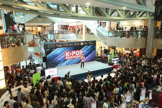 Crowd at the TvN Star Hunt final auditions in Plaza Singapura (Photo courtesy of Tactic PR)