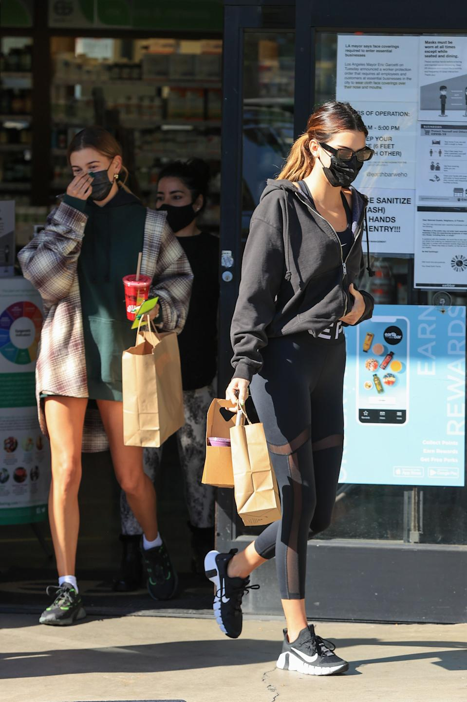 LOS ANGELES, CA - OCTOBER 27:  Kendall Jenner and Hailey Bieber seen picking up a juice on October 27, 2020 in Los Angeles, California. (Photo by Rachpoot/MEGA/GC Images