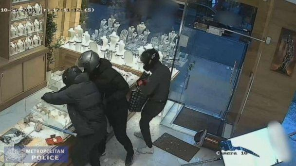 PHOTO: The smash and grab robbery rook place in Shepherds Bush, London, on Oct. 25 2019. (Metropolitan Police)