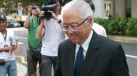 Dr Tony Tan co-incidentally also filed his application forms for the certificate of eligibility on the same day as Tan Kin Lian. (Yahoo! photo/ Faris Mokhtar)