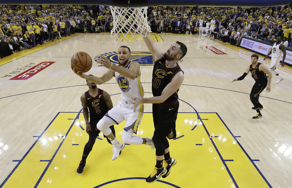 Stephen Curry and the Warriors got some big breaks on Thursday, and they took advantage to take a 1-0 lead in the 2018 NBA Finals. (AP)
