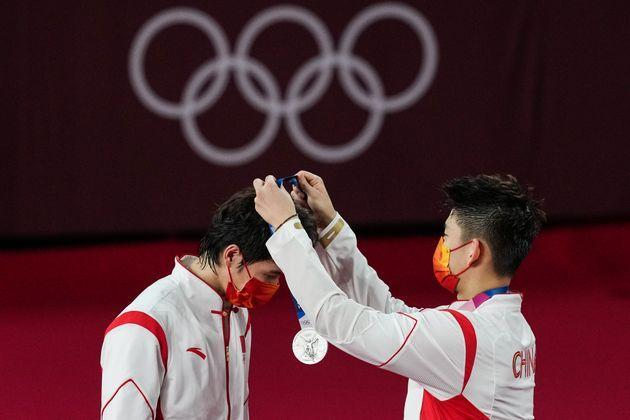 Silver medalists Li Junhui and Liu Yuchen of Team China are seen during the medal ceremony for the men's doubles badminton event on July 31. (Photo: VCG via Getty Images)
