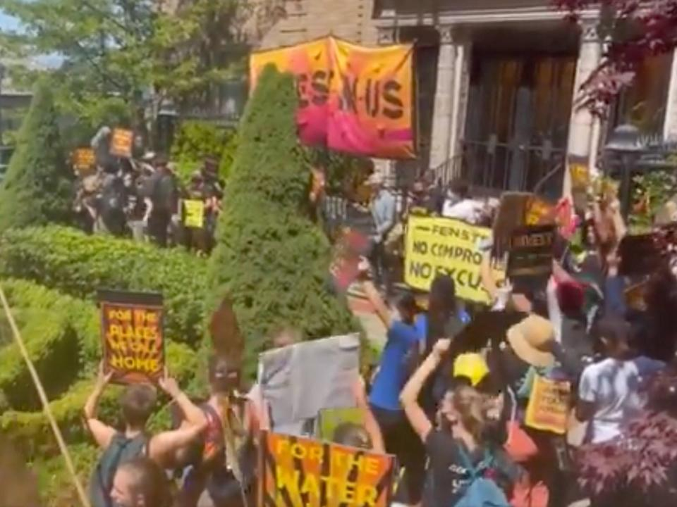 Climate protesters at California Democratic Senator Dianne Feinstein's house this week (Twitter/smvmtgenonfire)