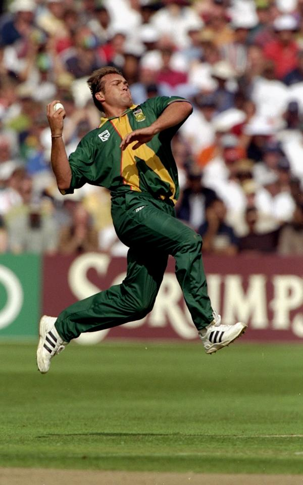 19 May 1999:  Jacques Kallis of South Africa bowls during the Cricket World Cup Group A match against Sri Lanka played at The City Ground  in Northampton, England.  South Africa won the game by 89 runs. \ Mandatory Credit: Stu Forster /Allsport