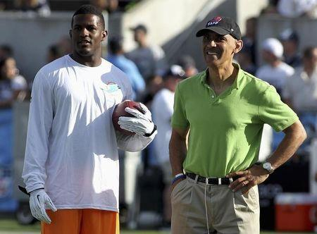 Mike Wallace (L) talks to Tony Dungy (R) before the Dolphins NFL/Hall of Fame Game against the Dallas Cowboys in Canton, Ohio August 4, 2013. REUTERS/Aaron Josefczk