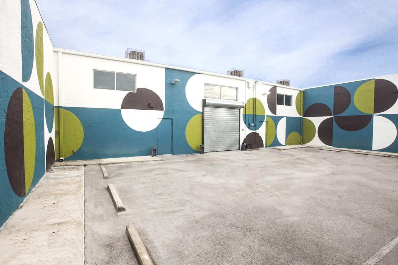 "When Ralph Pucci asked India Mahdavi if she'd devise a mural for his Miami showroom to accompany the <a rel=""nofollow"" href=""https://www.architecturaldigest.com/story/india-mahdavi-crafts-bespoke-rattan-pieces-ralph-puccis-miami-showroom?mbid=synd_yahoo_rss"">launch of her new furniture,</a> she upped the ante: ""I said, 'I won't do one wall; I want all of them,'"" the designer tells AD PRO at <em>AD's</em> party celebrating the collection during Miami Art Week. The result is a multifaceted geometric pattern that echoes the hues in the famously color-precise designer's furniture."