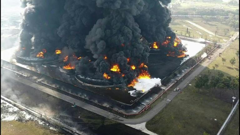 Massive blaze breaks out at Indonesian oil refinery