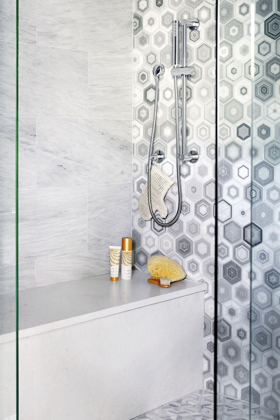 <p>Thanks to an unexpected honeycomb pattern, this shower is Instagram-worthy.<br></p>
