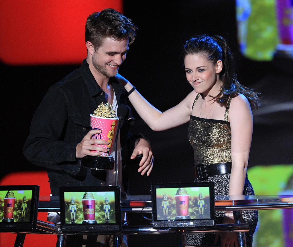 """<a href=""""http://movies.yahoo.com/movie/contributor/1808623206"""">Robert Pattinson</a> and <a href=""""http://movies.yahoo.com/movie/contributor/1807776250"""">Kristen Stewart</a> onstage at the 2010 MTV Movie Awards at Gibson Amphitheatre on June 6, 2010 in Universal City, California."""