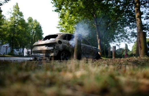 Fresh G20 clashes in Hamburg, police cars torched