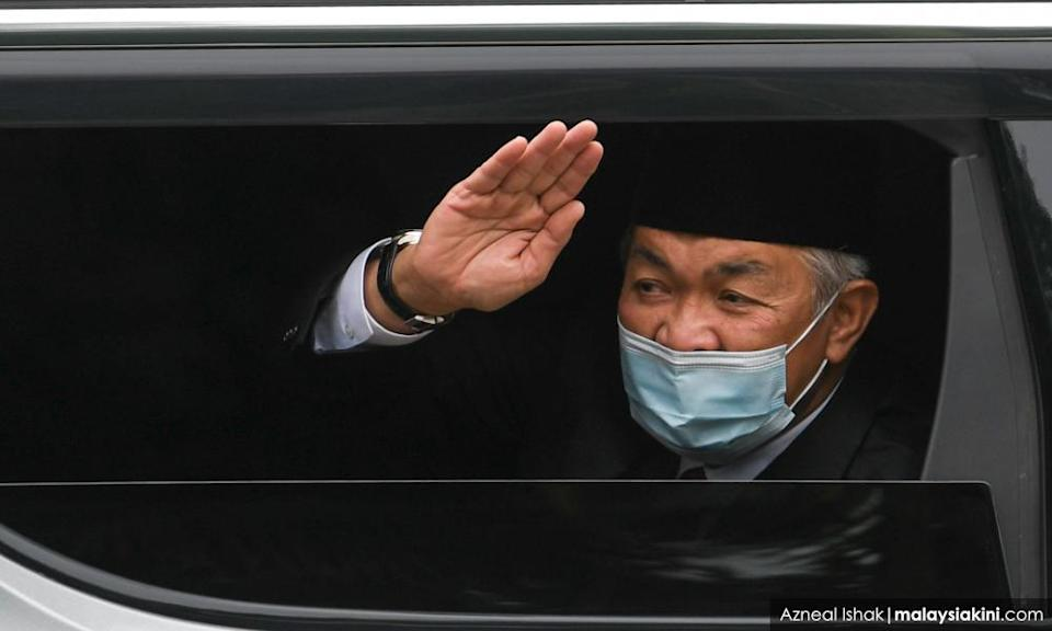 Zahid calls for Parliament to reconvene, says didn't discuss NOC with king