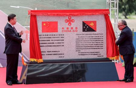 Chinese President Xi Jinping (L) and Papua New Guinea's Prime Minister Peter O'Neill unveil a plaque during the opening ceremony of the China-Aid PNG Independence Boulevard Project ahead of the APEC summit in Port Moresby, Papua New Guinea, 16 November 2018. Mast Irham/Pool via REUTERS
