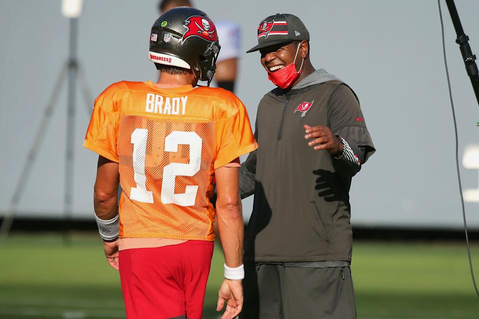 Bucs offensive coordinator Byron Leftwich (right) is coaching the greatest quarterback of all time in Tom Brady this season. (Photo by Cliff Welch/Icon Sportswire via Getty Images)