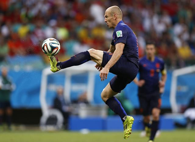 Netherlands Arjen Robben controls the ball during their 2014 World Cup Group B match against Spain at the Fonte Nova arena in Salvador June 13, 2014. REUTERS/Marcos Brindicci (BRAZIL - Tags: SOCCER SPORT WORLD CUP TPX IMAGES OF THE DAY )