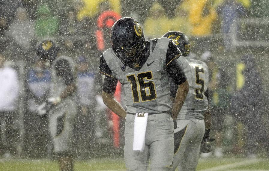 California quarterback Jared Goff stands in heavy rain during the first half of an NCAA college football game against Oregon in Eugene, Ore., Saturday, Sept. 28, 2013. (AP Photo/Don Ryan)
