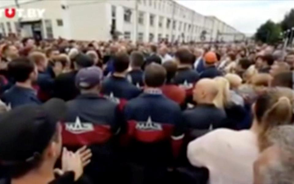 Employees of the Minsk Automobile Plant also gathered to protests against the result - TUT.by/Reuters
