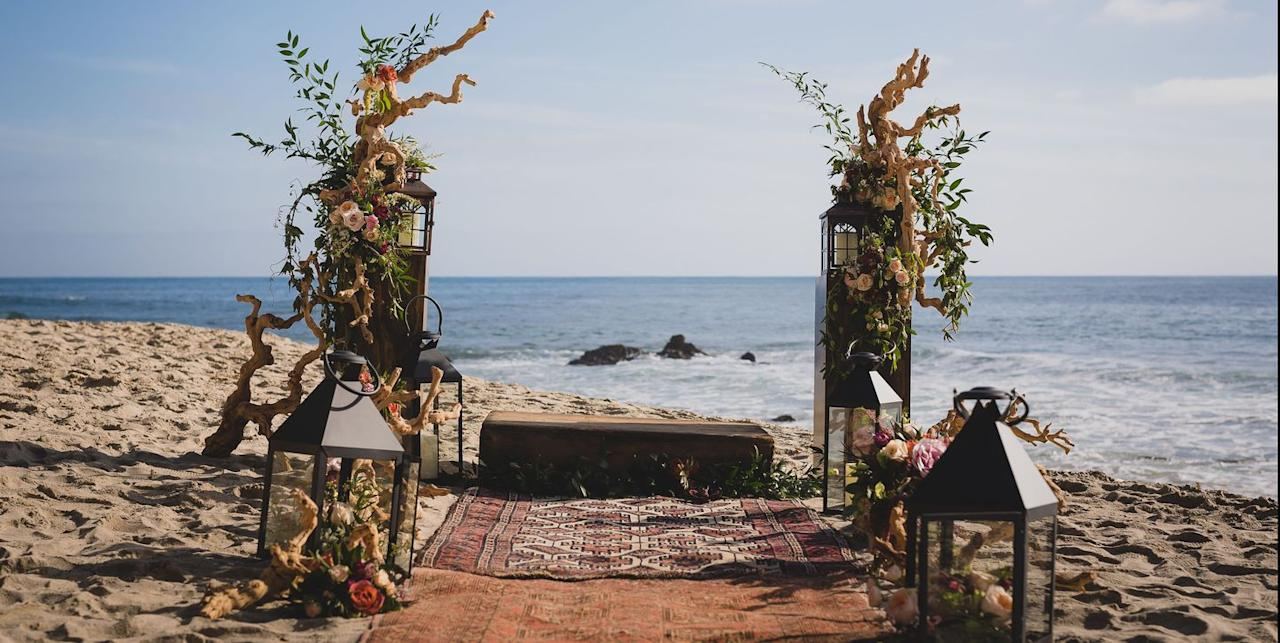 """<p>If you're looking to kick back beachside for your perfect fall wedding, the <a href=""""https://www.surfandsandresort.com/"""" target=""""_blank"""">Surf & Sand Resort</a> on Laguna Beach will deliver a gorgeous laid-back affair. With an elegant ballroom and gorgeous outdoor spaces, you can exchange your nuptials on the shore and celebrate indoors as well.</p><p><a class=""""body-btn-link"""" href=""""https://go.redirectingat.com?id=74968X1596630&url=https%3A%2F%2Fwww.tripadvisor.com%2FHotel_Review-g32588-d77484-Reviews-Surf_Sand_Resort-Laguna_Beach_California.html&sref=http%3A%2F%2Fwww.elledecor.com%2Flife-culture%2Fentertaining%2Fadvice%2Fg1076%2Foutdoor-venues-fall-wedding%2F"""" target=""""_blank"""">LEARN MORE</a></p>"""