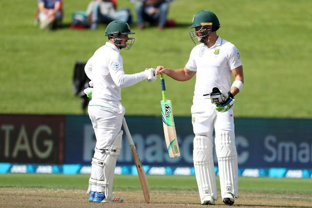 Faf du Plessis (R) of South Africa celebrates his half century with teammate Quinton de Kock on day two of the third Test in Hamilton (AFP Photo/Fiona Goodall)