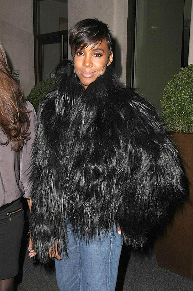 """Dear Kelly Rowland, the Yeti called and he'd like his pelt back. Just thought you should know. Sincerely, omg! Optic Photos/<a href=""""http://www.pacificcoastnews.com/"""" target=""""new"""">PacificCoastNews.com</a> - January 28, 2011"""