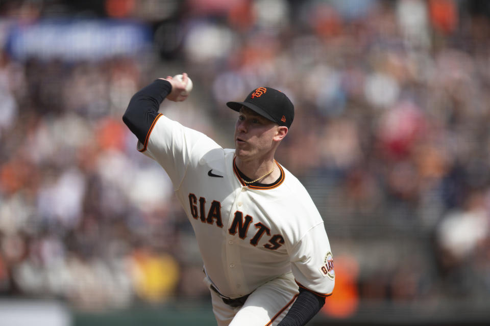 San Francisco Giants starting pitcher Anthony DeSclafani works against the Atlanta Braves during the third inning of baseball game, Sunday, Sept. 19, 2021, in San Francisco. (AP Photo/D. Ross Cameron)