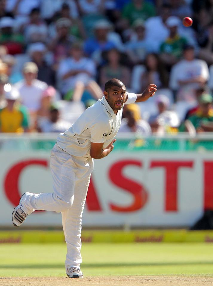 CAPE TOWN, SOUTH AFRICA - JANUARY 02:  Jeetan Patel of New Zealand bowls during day 1 of the 1st Test between South Africa and New Zealand at Sahara Park Newlands on January 02, 2013 in Cape Town, South Africa.  (Photo by Carl Fourie/Gallo Images/Getty Images)