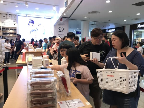 MINISO Singapore $2 outlet store happy shopping